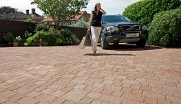 Drivesett Natrale obtains the effect of a split natural stone surface texture for a fraction of the cost.  With 4 block sizes and warm colours, great random designs and incredibly durable driveways can easily be created. A wide variety of faces and four block ...