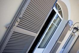 KÖMMERLING NAXOS – The individual French shutter system - KBE