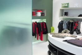 SGG SATINOVO is a unique translucent glass which is valued for its attractive appearance and smooth, satin-like appearance. It is produced by acid-etching the surface of SGG PLANILUX glass to produce the uniform matt finish. SGG SATINOVO therefore offers a sol...