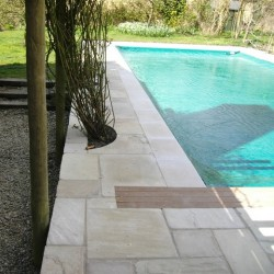 tumbled-fossil-mint-paving-with-sawn-and-sandblasted-pool-copings-thumb_4917b40e.jpg