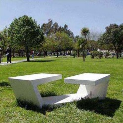 The BANDA DOBLADA geometry starts with a belt of cast stone that folds up to generate a two-part bench separated by a common central space. This is a complex element which creates a space for users to interrelate, a place to rest their legs, a bag or a book. A...