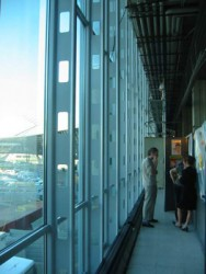 The AA 110 curtain wall and large span glass allow for the production of large glazed atria and large inertia systems without additional work in the workshop....
