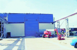 Megadoor Crane Vertical Fabric Folding Door - Assa Abloy Entrance Systems