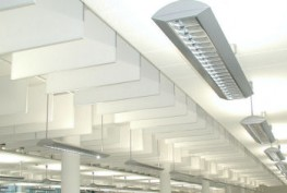 The addition to Cloud and Square. Baffle. Not a ceiling grid but rather the simplest solution for bringing baffles to the surface. Staggered in series and next to each other, offset from one another, with clearances of 100 mm to 600 mm and baffle heights of 150 mm to 600 mm. Arrange in any way you desire to suit your acoustic and design requirements. For workshops to counteract excessive noise or for ceilings with concrete core cooling. Quick and easy to install: suspend the rails and install the baffles. That's the Baffle.