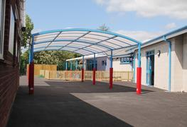 The Welford Dome Junior is a cost-effective free standing canopy that is ideal for many organisation types including education, retail, leisure, contractors, architects and specifiers. This multi-purpose free standing canopy structure is constructed from a str...
