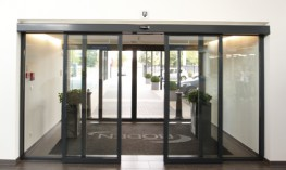 "The modern and ""strong"" automatic linear sliding door for a wide range of applications for both interiors and façades. 