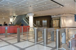 Tripod turnstiles can be used for access control to make life easier for reception staff at entrances to offices and administrative buildings, industrial premises, banks, public authorities and many sports and leisure facilities. They are quick, reliable and e...