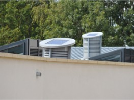 The SOLA-BOOST CLASSIC is an energy free natural ventilation system encompassing the benefits of both top-down and passive stack ventilation and DC solar powered fan controlled by Monodraught's PowerTrack™ system. The system consists of an external louvre ...