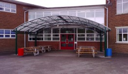 The Oxford XL is a large span polycarbonate clad canopy structure using a tapered trellis arch design. It is ideal for large communal areas such as covered outdoor dining and recreation areas in secondary schools and for covering large courtyards.Substantial ...