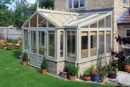 The T-shape conservatory style works best on larger properties. The T-shape is a combination conservatory style featuring a central projection. It can be Victorian, Gable or Georgian in style.The T-shape conservatory is a very versatile style, allowing you t...