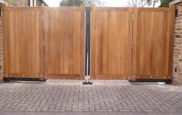 Eagle Residential Bi Folding Gate EAGRBFG001 image