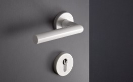 """The style of System 162 is based on the mitre cut. In the 1920s, the French architect Robert Mallet-Stevens had the idea to cut a round tube and to join it back together again mitred at right-angles. In this way he created a minimalist lever handle for timeless architecture. Today the design is mainly known as the """"Frankfurt handle"""".  The puristic design concept of System 162 has an impressive linear shape, a high degree of functionality and material options. System 162 includes formally matched fittings and sanitary accessories and therefore enables continuous design from the door through to the sanitary room."""