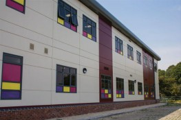 A modular building system which gives the ultimate flexibility in building footprint and volume massing.Modules have no visible internal or external columns allowing a flat façade with or without additional cladding. The new design possibilities are limitle...