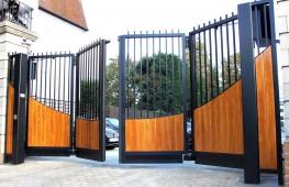 Bi-Folding Trackless Speed Gate - CSG 10605 - Cova Security Gates