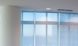 805 Enviroscreen G2 has a woven screen-like construction, but with a clear textile appearance. Thanks to high reflectivity(65%), Enviroscreen G2 lowers heating and cooling costs substantially. This results in a reduction of C02 emissions, and therefore minimis...