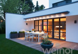 The avantgarde shape of the weinor Zenara makes it the designer awning among all awnings and shades. On modern houses, this cassette awning engages in harmonious dialogue with the facade, while on older buildings it provides a tantalising contrast. Since even ...