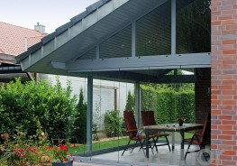 Bring your garden into your house – with the elegant weinor Glasoase® that offers you smooth transitions to the outside. It consists of a Terrazza patio roof which can be closed with all-glass elements to form an uninsulated conservatory. The many flexible ...