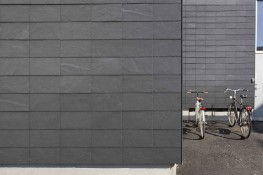 CUPACLAD® 101 PARALLEL is a rainscreen cladding system with aligned joints, generating a homogeneous composition that highlights the unique personality of our natural slates.