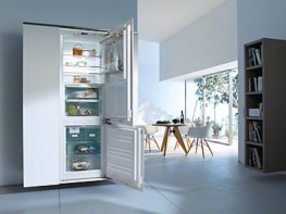 Built-in fridge-freezer combination For that special look in the kitchen thanks to Perfect fresh Pro and FlexiLight.