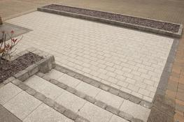 Plaza Paving in Silver has the cool appeal of bright, fresh granite, with an even-toned, even-textured finish. This material is not only extremely hard-wearing, but is perfectly suited to designs with a contemporary feel. ...