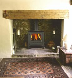 The Highlander 16 Woodburning Multifuel central heating stove. With outputs of up to 16.9KW on 4 hour re-fuelling. You might think efficiency was not a consideration for the engineers at Dunsley but built to the highest standards this is a quality stove design...