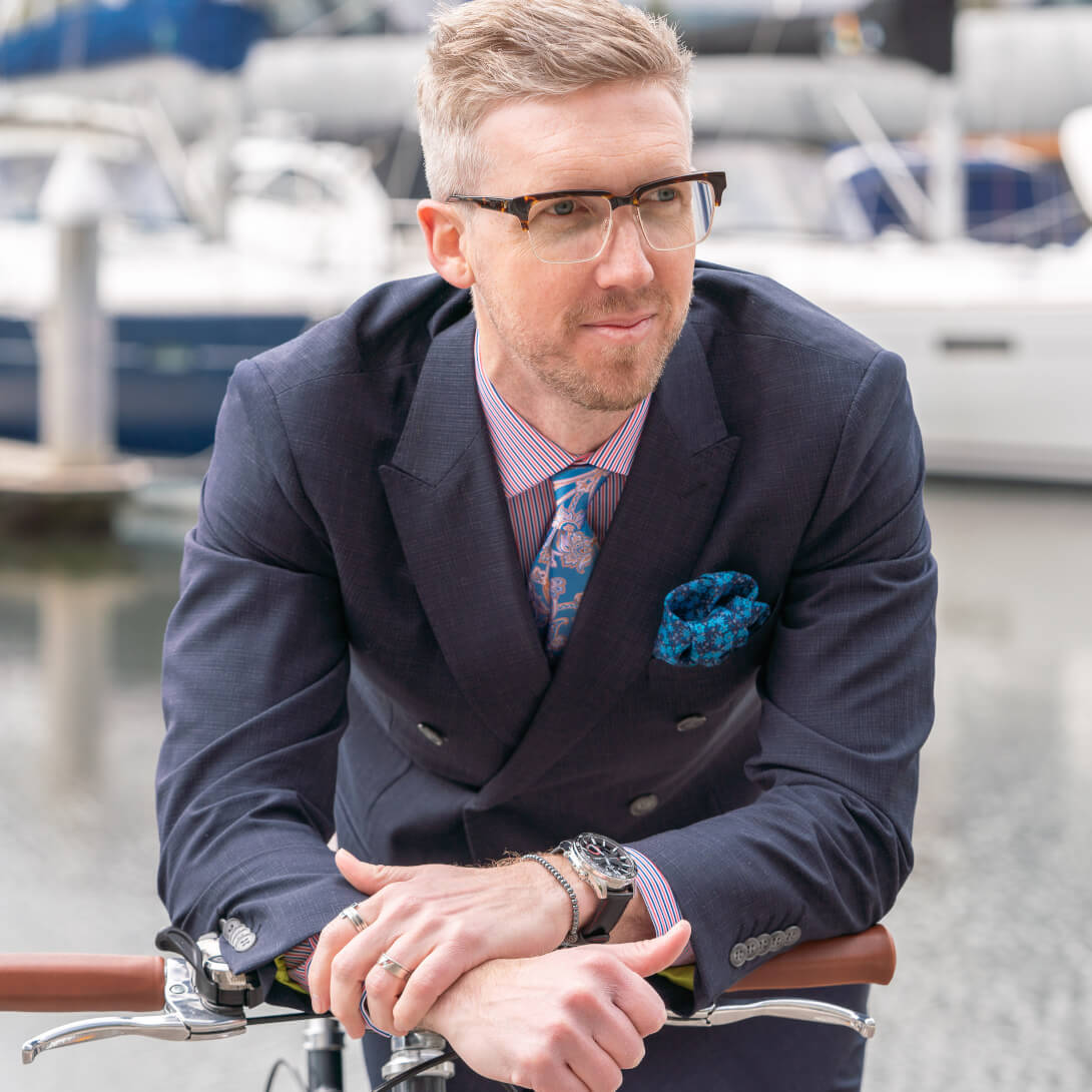 ​We caught up with men's style influencer, @stevetillystyle who shows us how to wear glasses with sophistication and style. Photo credit: @marcomarroniofficial