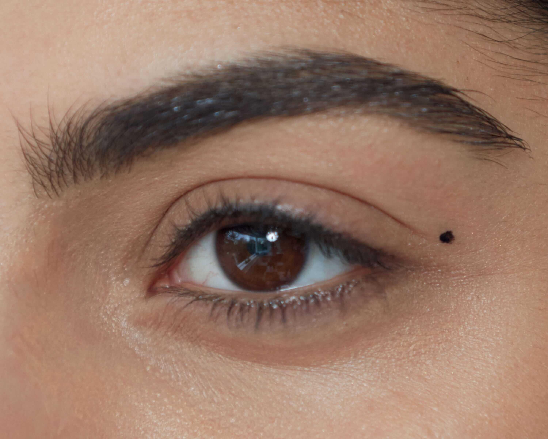 98e8e2681e2 How To Perfect The Cat's Eye Flick | LoveGlasses | Specsavers UK