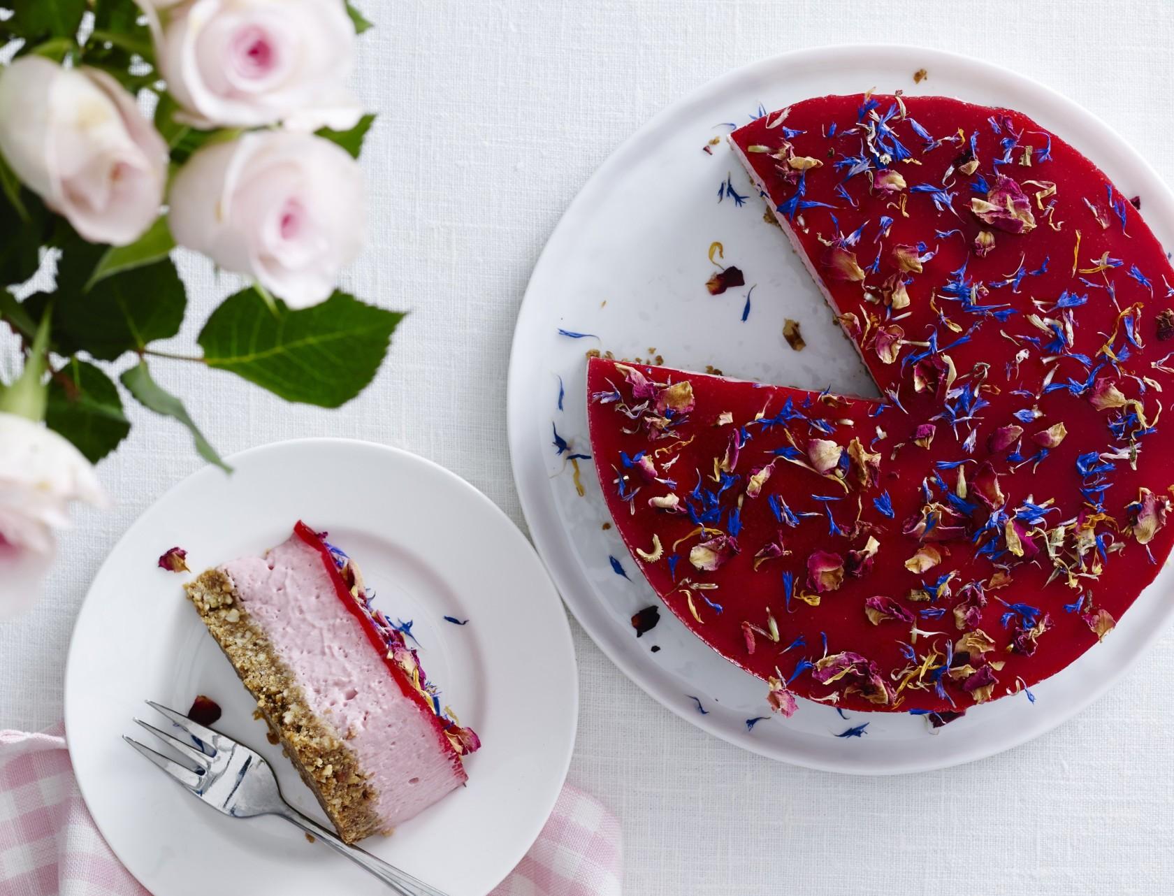 Cheesecake med lakrids og hindbær - verdens bedste opskrift!
