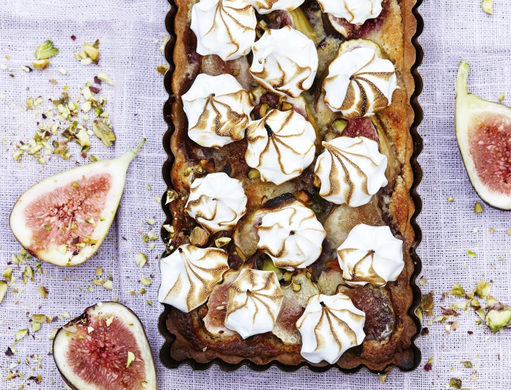 Figentærte med marengs og pistacie