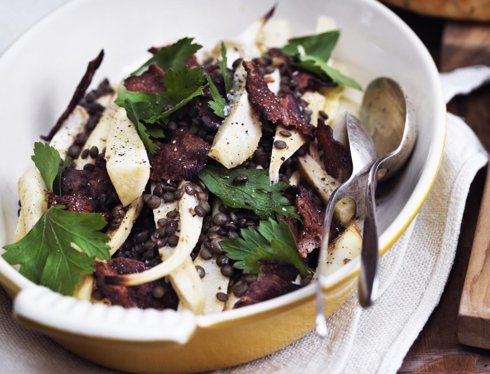 Lun persillerodssalat med linser - fyldigt tilbehør eller et let ret i sig selv.