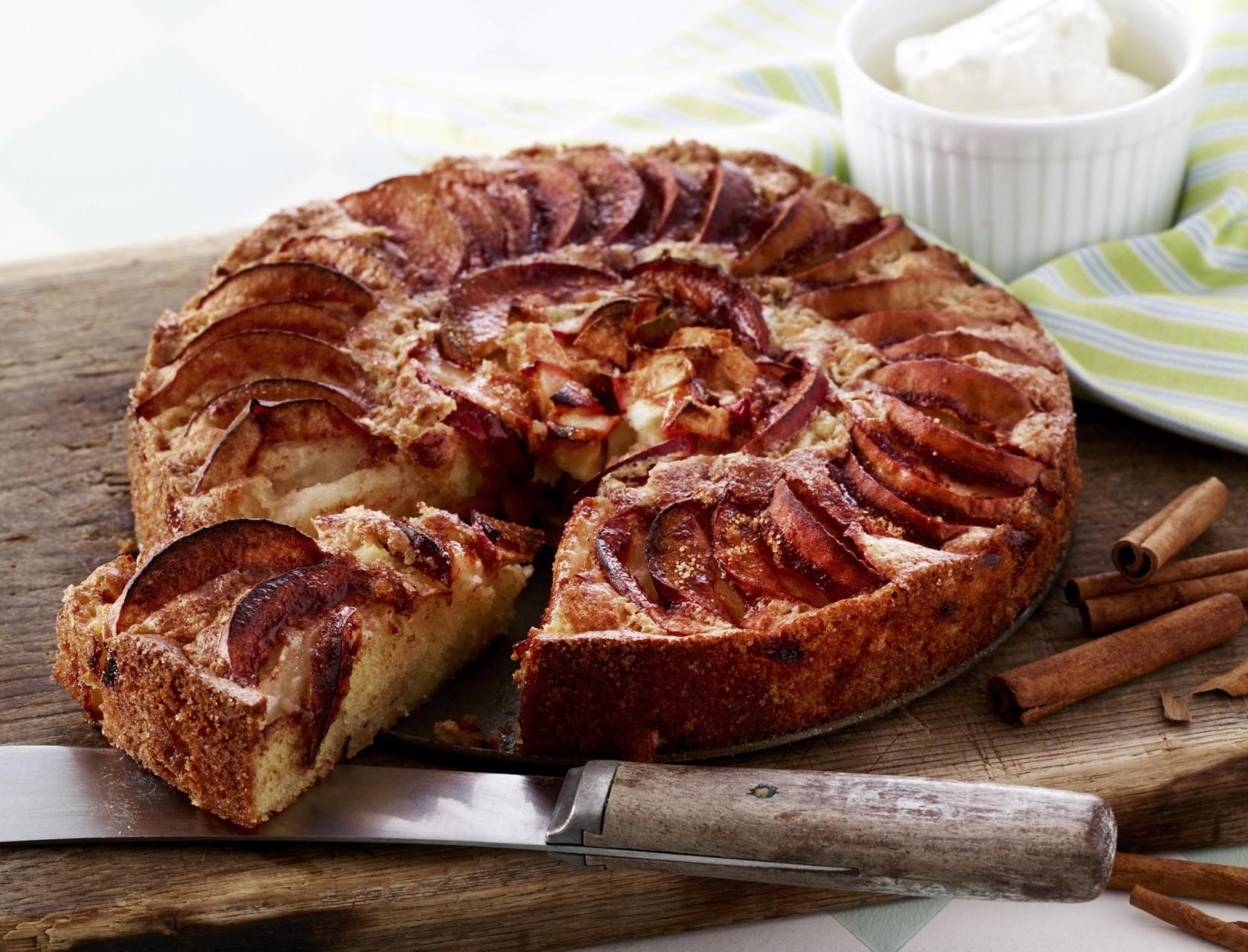 Nem æblekage med kanel