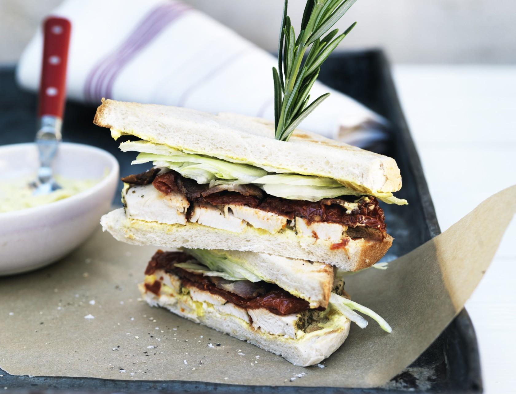 Clubsandwich med skøn karrydressing!