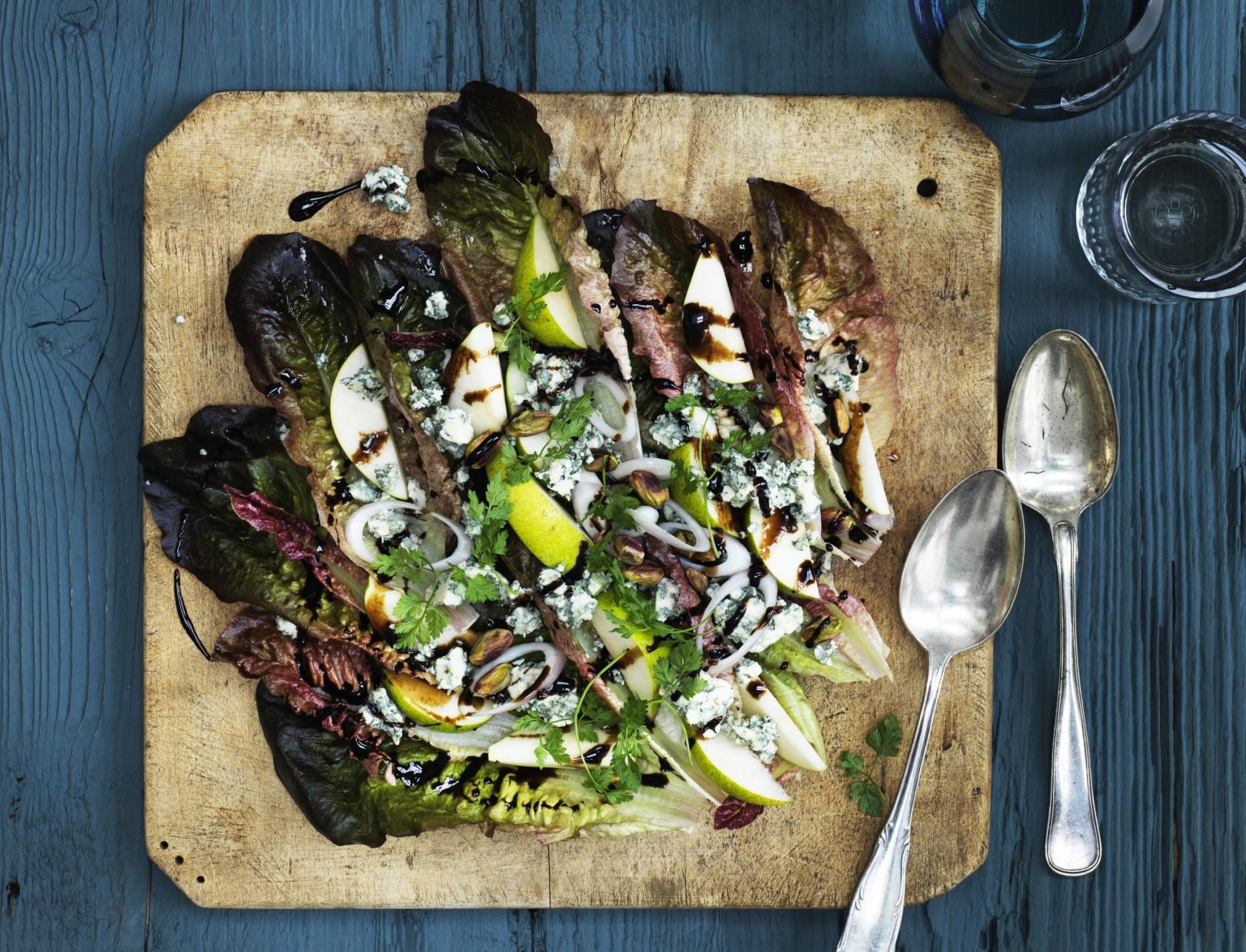 Salat med pære og blåskimmelost