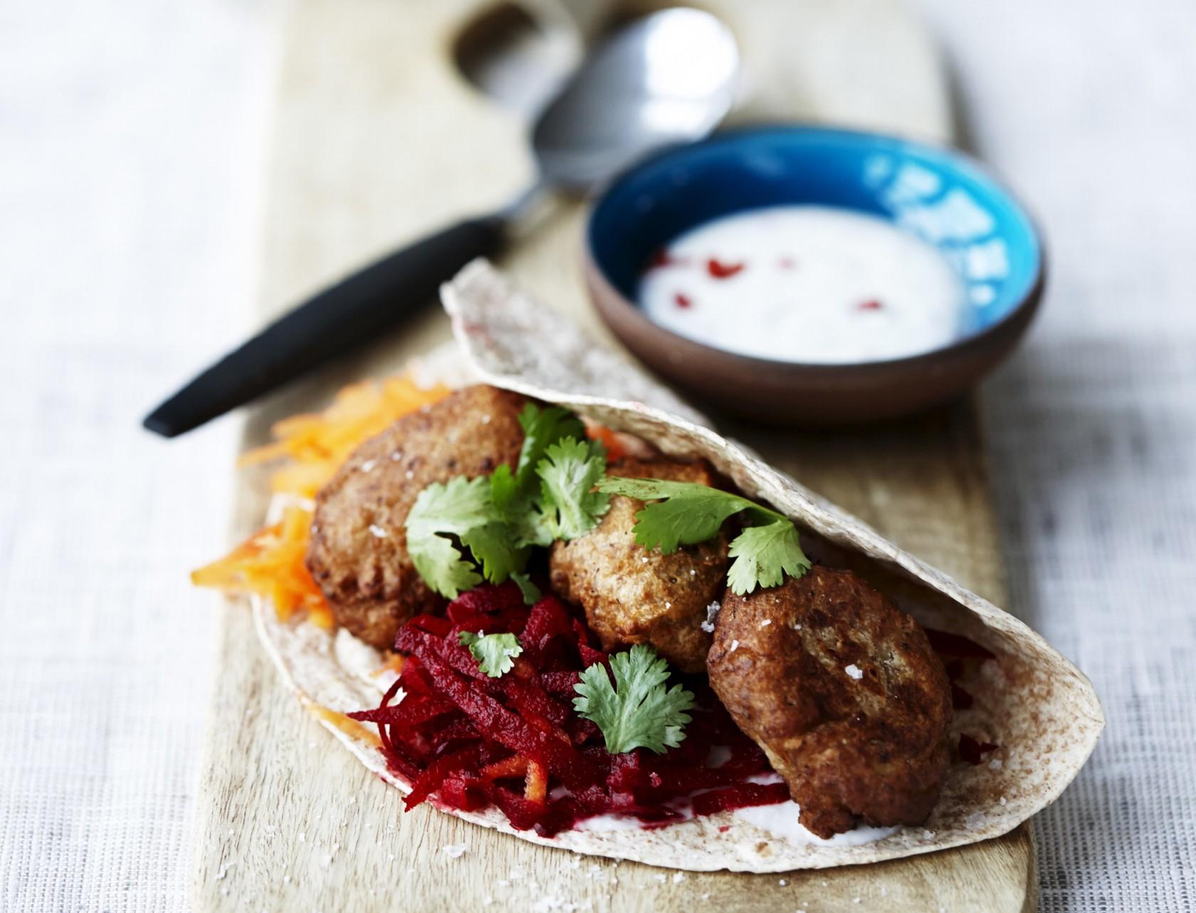 Wraps med falafel og råkost