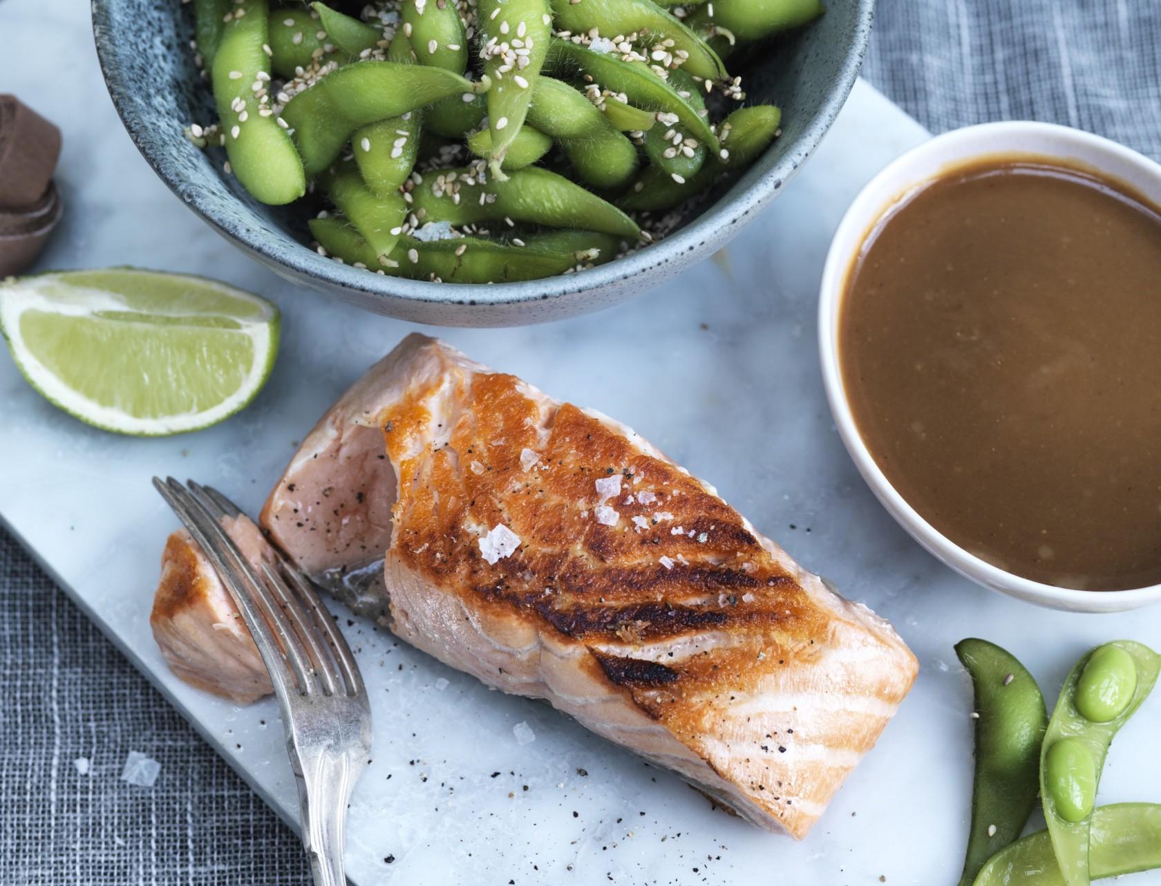 Asiatisk laks med edamamebønner - nem aftensmad