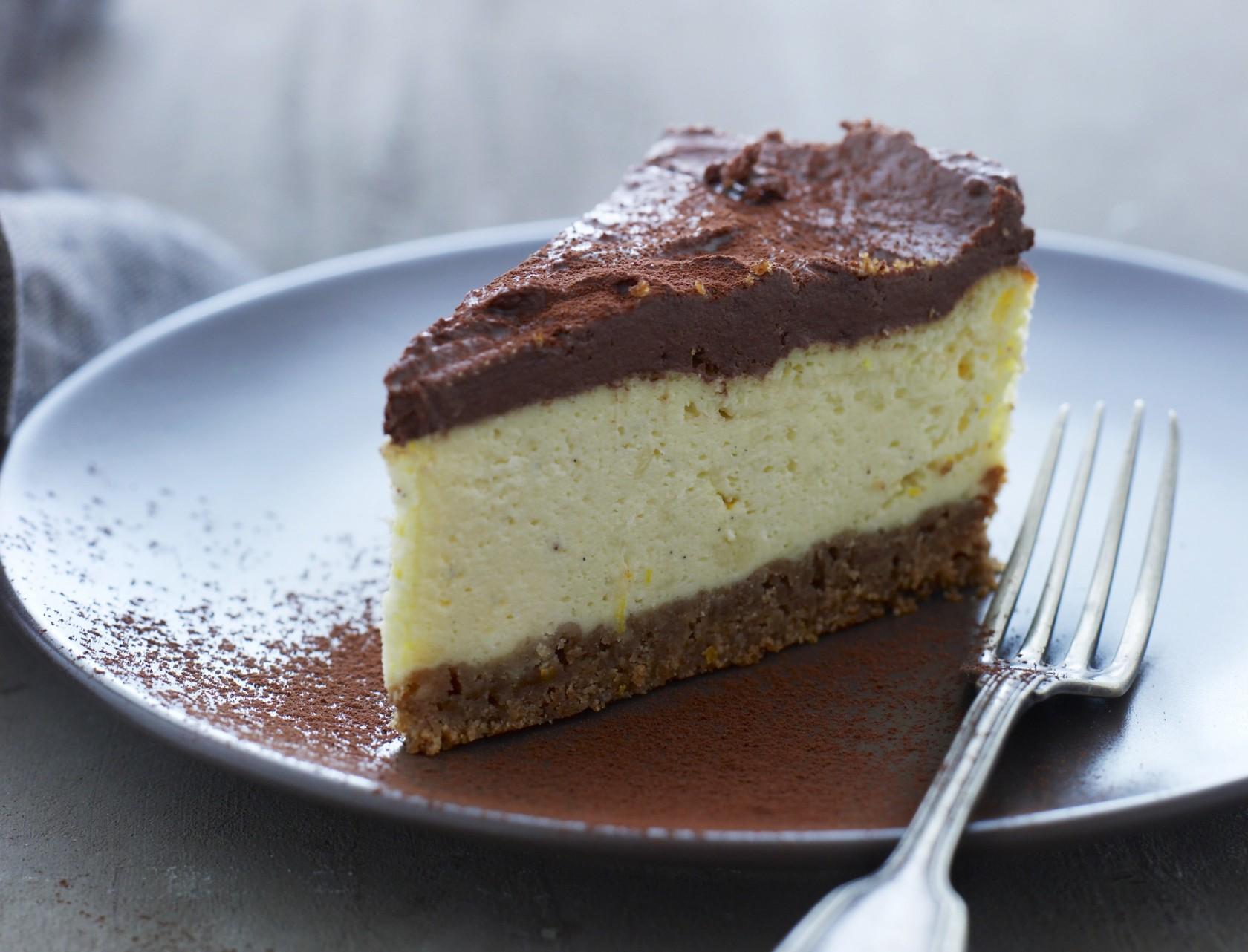 Cheesecake med chokoladetopping - den lækreste ostelagkage!