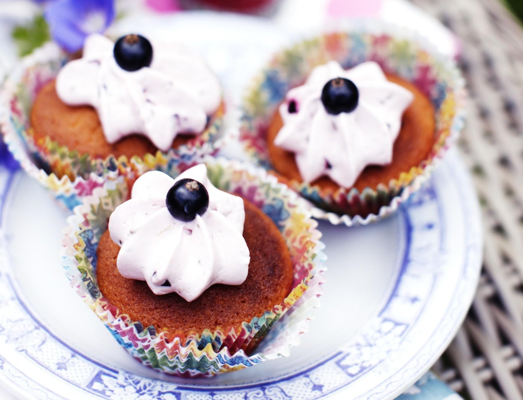 Cupcakes med solbær