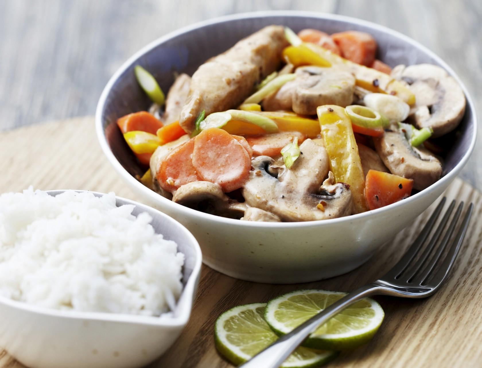 Kylling og grøntsager i kokossauce