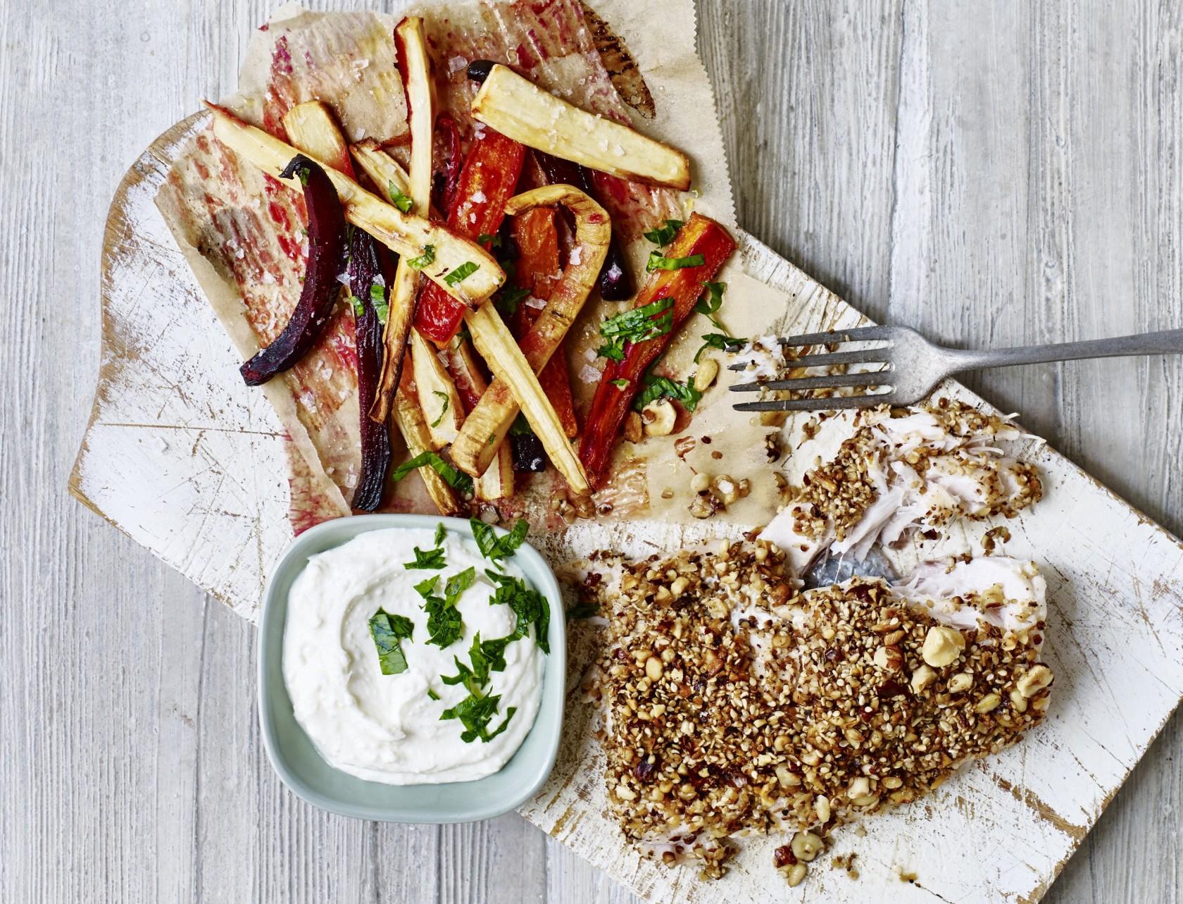 Dukkah-krydret kulmule med rodfrugtfritter og fetadip