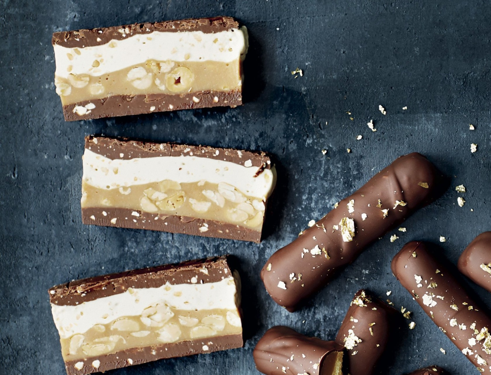 Hjemmelavede snickers med peanutbutter - nem opskrift på chokoladebar.