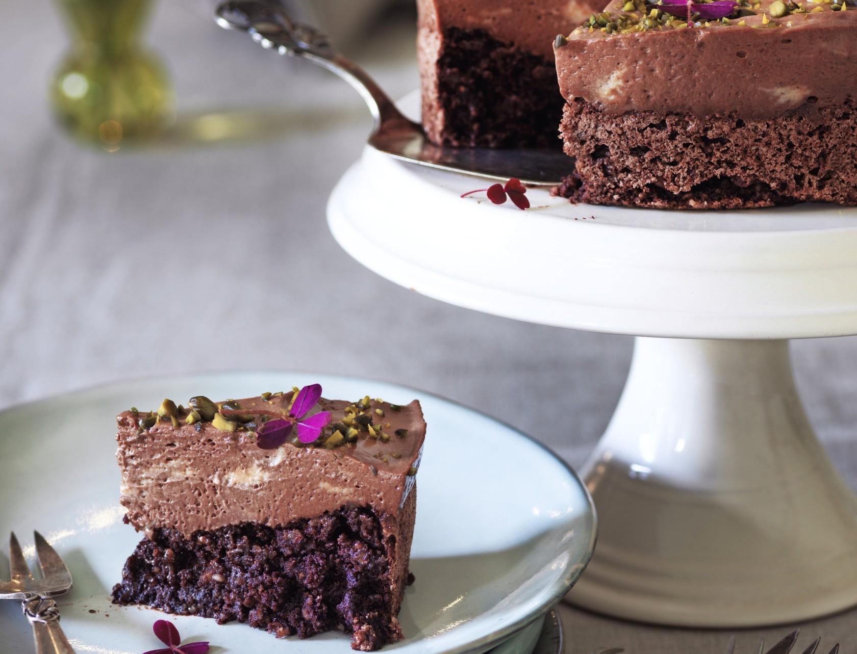 Chokolademoussekage med mandelbund - den lækreste dessertkage nogensinde!