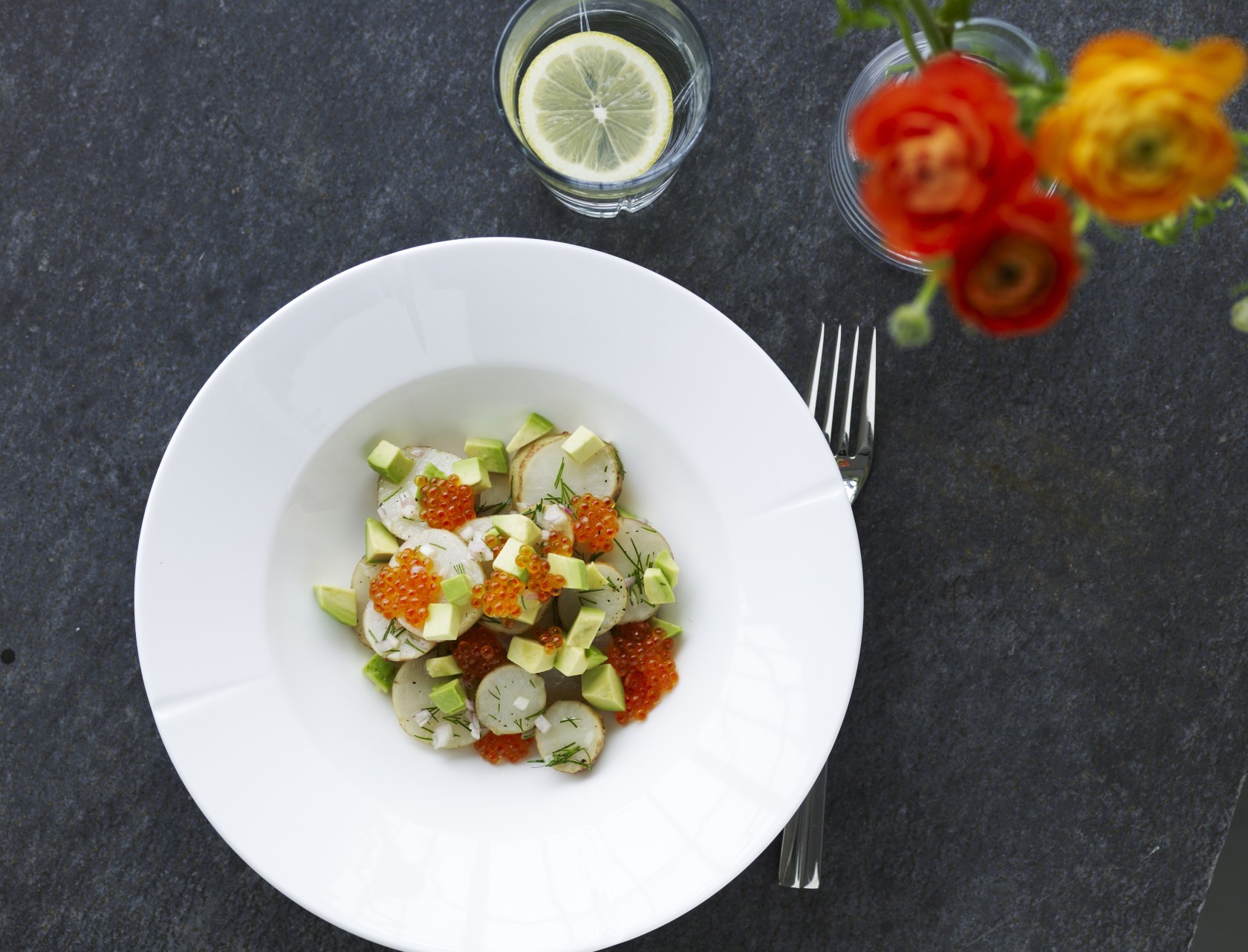 Jordskoksalat med avocado og ørredrogn
