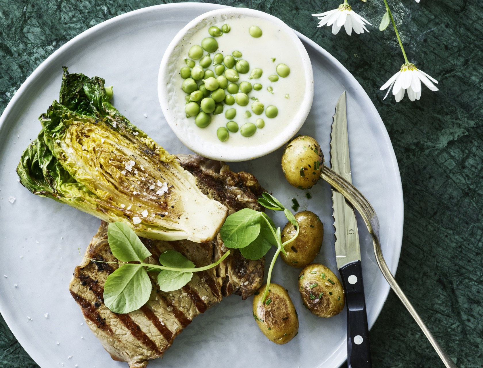 Ribeye og grillet hjertesalat - perfekt sommermad!