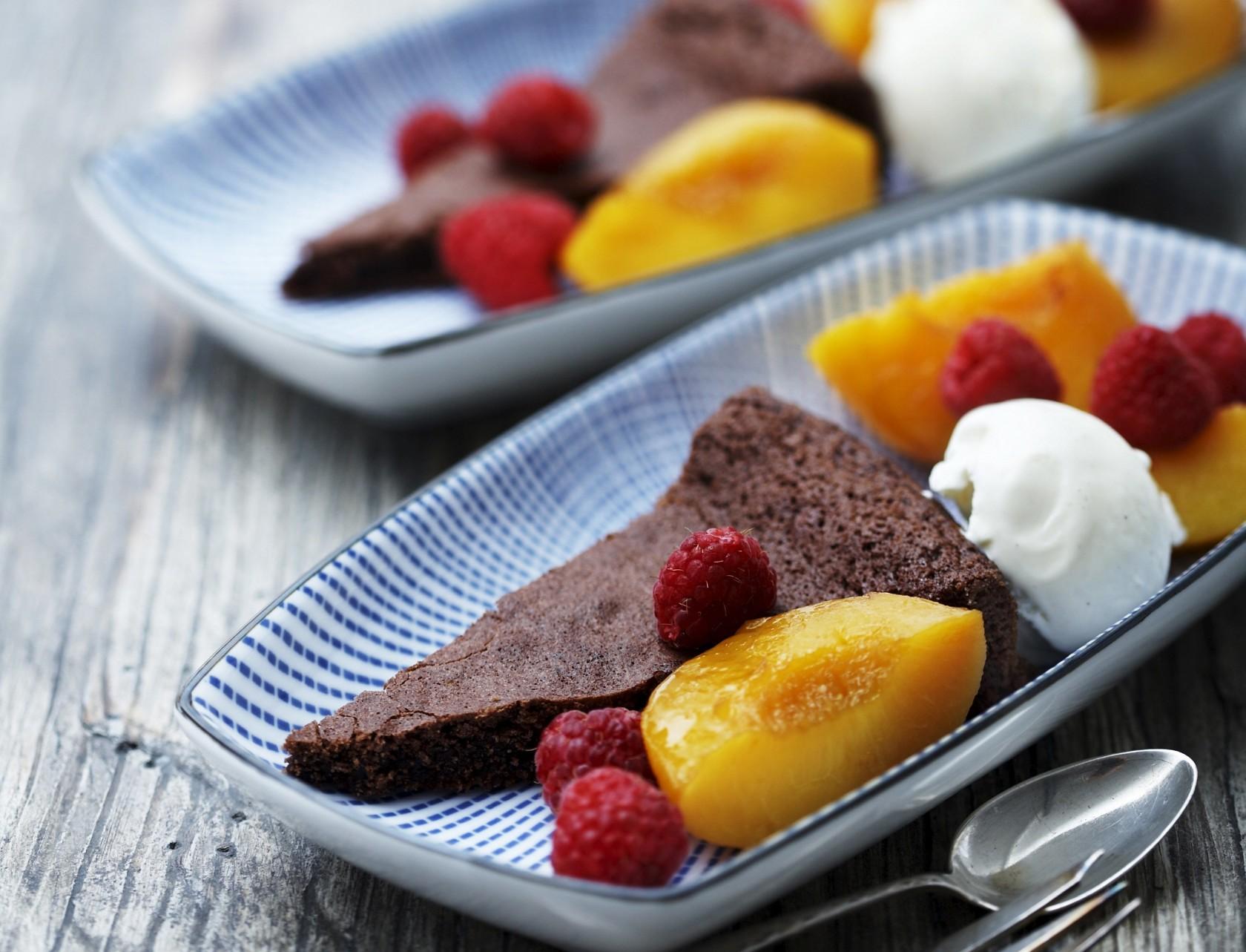 Chokoladekage med peach melba