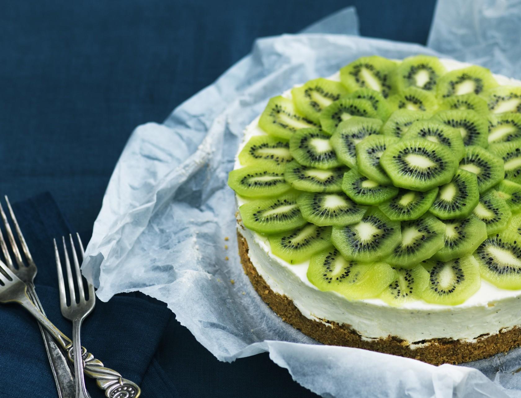 Oselagkage med kiwi - eller cheesecake, som du måske kender det.
