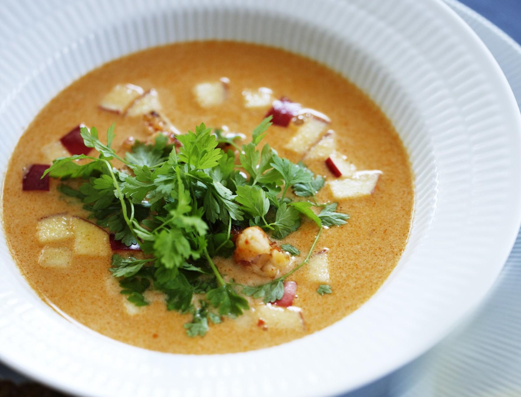 Suppe med hummer, æble og chili
