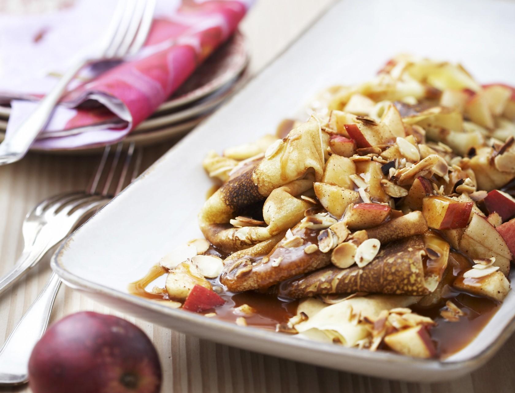 Pandekager med æble og karamelsauce - den bedste dessert til børn og voksne!