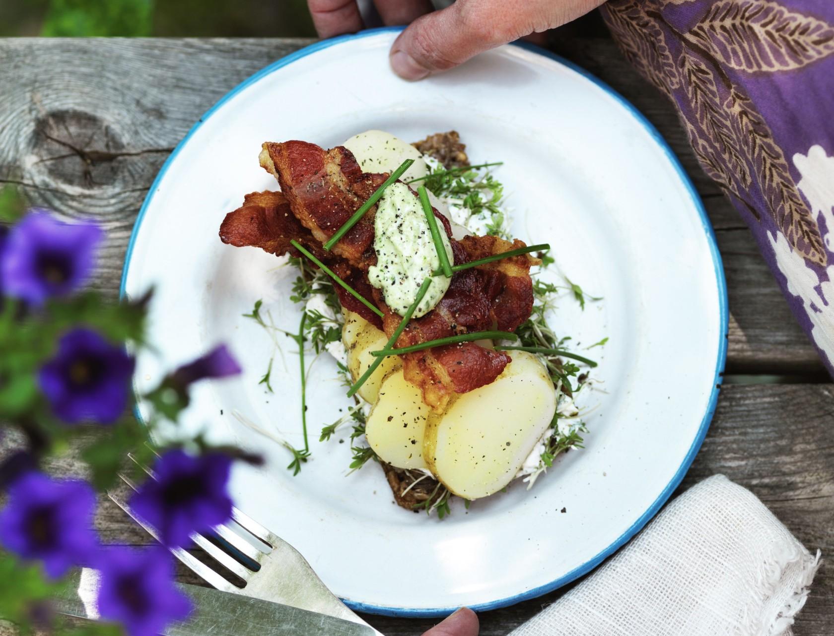 Kartoffelmad med bacon og mayonnaise