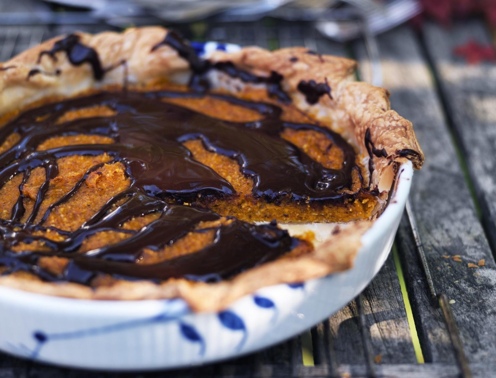 Lækker opskrift på rustik græskartærte med vanilje og chokolade
