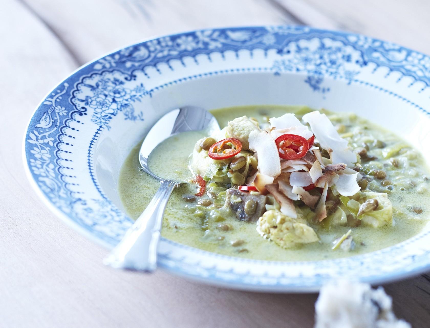 Kyllingesuppe med linser, karry og chili